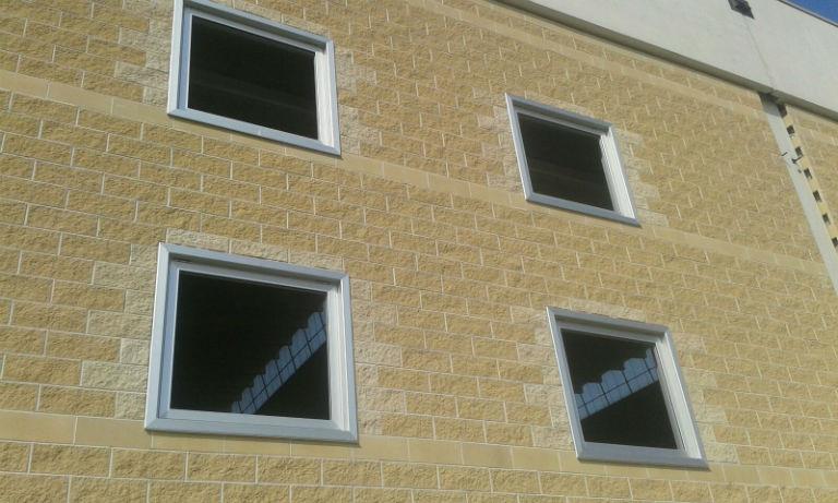 Finestre in alluminio con imbotte interna ed esterna dalle pezze - Finestre esterne in alluminio ...